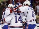 Tom� Plekanec (uprost�ed) z Montrealu se raduje z g�lu se spoluhr��i ...