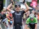 Fabian Cancellara projíždí vítězně cílem závodu Kolem Flander.