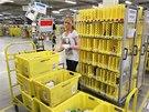 Práce ve skladu Amazonu v Grabenu u Mnichova