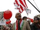 Stoupenci ultrapravicového Jobbiku v sobotu 15. března 2014 pochodovali...