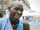 ÚLEVA PO FINIŠI. Pražský půlmaraton ovládl Keňan Peter Kirui časem 59:22 minuty.