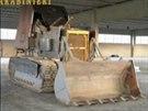 Buldozer p�estav�n� na tank, kter�m cht�li �to�it ben�t�t� separatist�...
