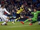 VEDOUCÍ GÓL. Gareth Bale z Realu Madrid (vlevo) ve třetí minutě překonává