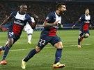 PAŘÍŽANÉ VEDOU. Ezequiel Lavezzi (uprostřed) se raduje z gólu proti Chelsea.
