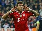 VYROVNÁNO. Mario Mandžukič z Bayernu Mnichov oslavuje gól proti Manchesteru
