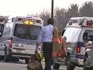 Student na americk� st�edn� �kole pobodal dv� des�tky spolu��k�. K �toku do�lo