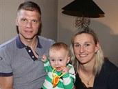 Barbora Špotáková s přítelem Lukášem a desetiměsíčním synem Jankem.