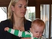 Barbora Špotáková s desetiměsíčním synem Jankem.