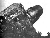 Ke každému moždíři Karl náležel jeden muniční transportér postavený na podvozku...