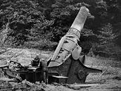 Němci použili proti baterii Maxim Gorkij I jeden kus těžké houfnice Škoda vz....