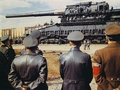 Německý 80-cm-Kanone (E) byl nejtěžší operačně nasazený kanon na světě. Písmeno...