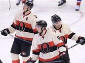 Zklaman� hokejist� Ottawy, mezi nimi i Milan Mich�lek (vpravo).