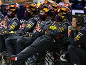 �lenové týmu Red Bull p�i Velké cen� Bahrajnu formule 1.