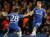 VEDEME! André Schürrle z Chelsea (vpravo) se raduje z gólu proti Paříži,
