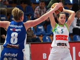 Momentka ze souboje IMOS Brno - Kara Trutnov (modrá).
