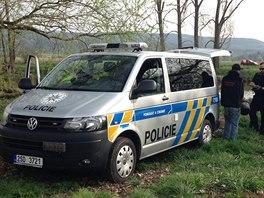 Policie na místě srážky motorkáře s cyklistou na cyklostezce mezi Radotínem...