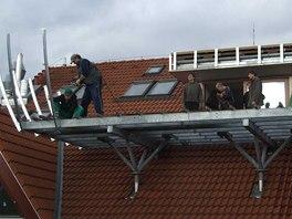 Stavba sporné terasy na střeše malostranského domu