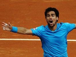 Italský tenista Fabio Fognini slaví vítězství v zápase čtvrtfinále Davis Cupu