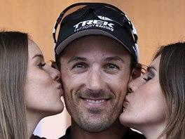 ODMĚNA. Fabian Cancellara po vítězství v závodě Kolem Flander.