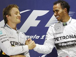 Nico Rosberg a Lewis Hamilton po Velké ceně Bahrajnu formule 1.