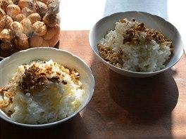 Rýžová kaše s ořechy byla naší sobotní snídaní.