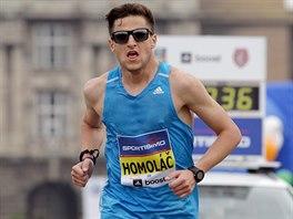 Český běžec Jiří Homoláč na trati pražského půlmaratonu, na němž skončil jedenadvacátý.