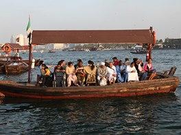 Plavba přes zátoku – příkladná ukázka mezinárodního charakteru Dubaje. Foto: Libor Budinský