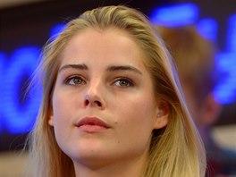 Alisa Znaroksová, dcera kouče ruské reprezentace Olegse Zanrokse, se živí jako