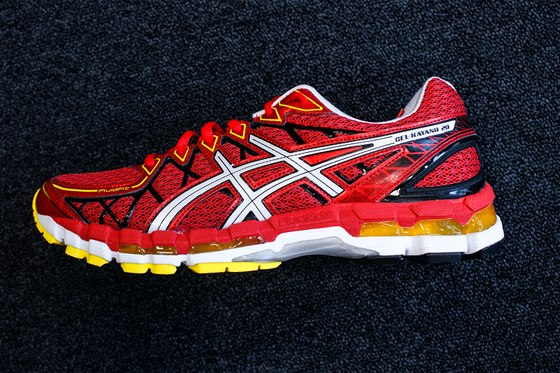 Další ze zástupců těžších, ale pohodlnějších běžeckých bot jsou ty od značky