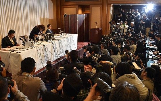 Haruko Obokataová na tiskové konferenci 9. dubna v Ósace