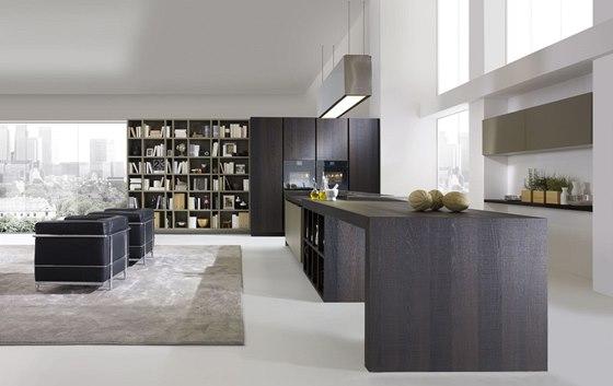 Kuchyně Royale je nedílnou součástí obývacího pokoje, přesto ji téměř