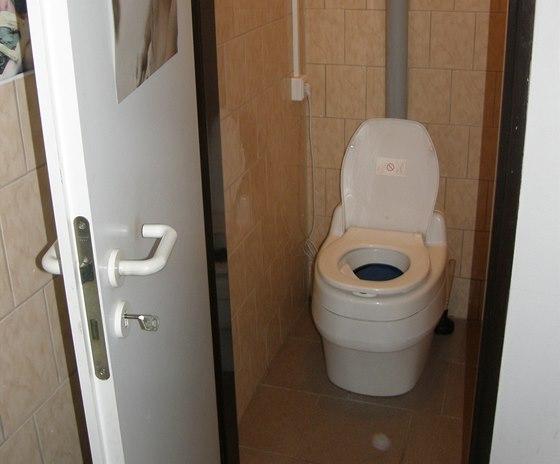 Separační toaleta Villa na provozovně polygrafické firmy v Hlinsku.