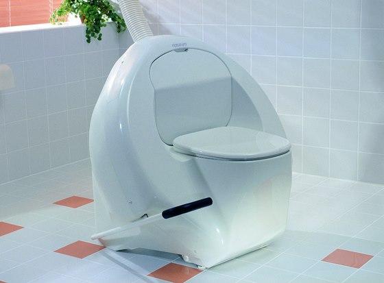 Kompostovací toaleta se separací Naturum a možností používat externí bidetovou