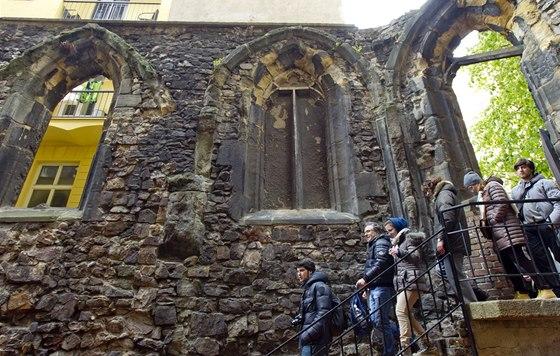 Gotické oblouky zůstaly zachovány.
