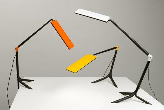 Stolní lampa Flou využívá nejmodernější technologii světelného zdroje OLED,