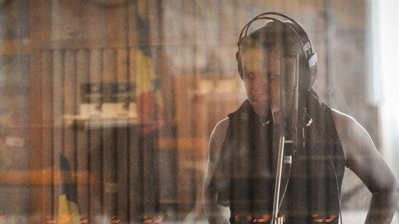 Lenka Dusilová natáčí druhou Baromantiku v nouzovských studiích Sono.