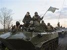 Ukrajinské tanky asi 70 kilometrů od Slavjansku (15. dubna 2014)