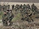 Ukrajinští vojáci nedaleko Kramatorsku (16. dubna 2014)