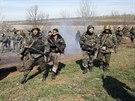 Ukrajinští vojáci nedaleko Kramatorska (16. dubna 2014)