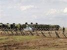 Rusk� vojensk� vozidla nedaleko rusk�ho B�lgorodu 17. dubna 2014)