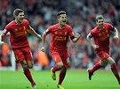 ZASE VEDEME. Philippe Coutinho (uprostřed) vrátil vedení na stranu Liverpoolu.