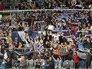 Fanoušci chomutovských hokejistů aplaudují svému týmu, který právě zdolal