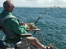 Andy Hales byl připoutaný k rybářském židli.