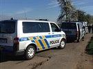 V ulici K Netlukám v pražské Uhříněvsi byla nalezena těla mrtvého chlapce a...