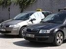 Vozidla, v nich� byli v pra�sk� Uh��n�vsi zast�eleni �idi�i taxislu�by