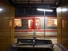 Stanicí metra Národní třída soupravy dva roky pouze projíždějí (16.4.2014)