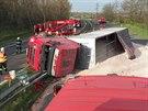 Nehoda kamionu zablokovala na 23. kilometru silnici R10 (17.4.2014)