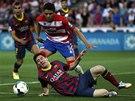 NEDAŘÍ SE. Lionel Messi se v zápase proti Granadě neprosadil a Barcelona