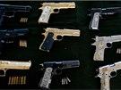 Pracovní prostředky. Tyhle zbraně, mnohdy luxusně vykládané, našla policie u