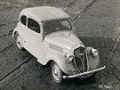 �koda 420 Popular byla poh�n�na spodov�m �ty�v�lcem o objemu 995 ccm. Postupn� modernizovan� v�z se vyr�b�l v letech 1934 a� 1938 v mnoha karos��sk�ch variant�ch v�etn� u�itkov�ch.